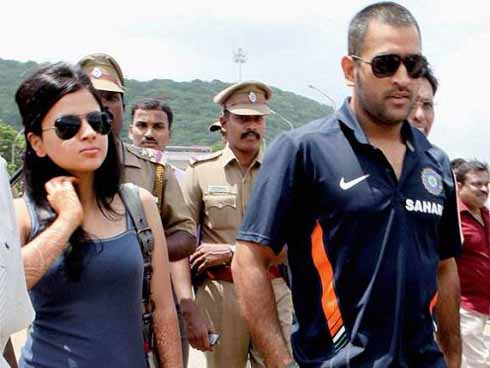 Sakshi Dhoni to campaign against rabies in Ranchi