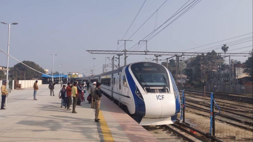 indian-railways-gearing-to-introduce-10-indigenous-semi-high-speed-vande-bharat-trains