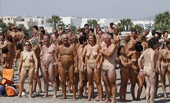 Nude bathers set record in Spain