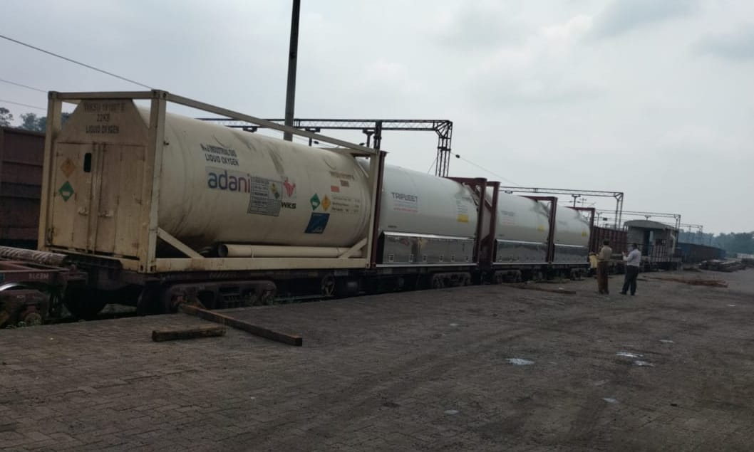 railways-continues-dispatching-liquid-medical-oxygen-to-states-and-uts