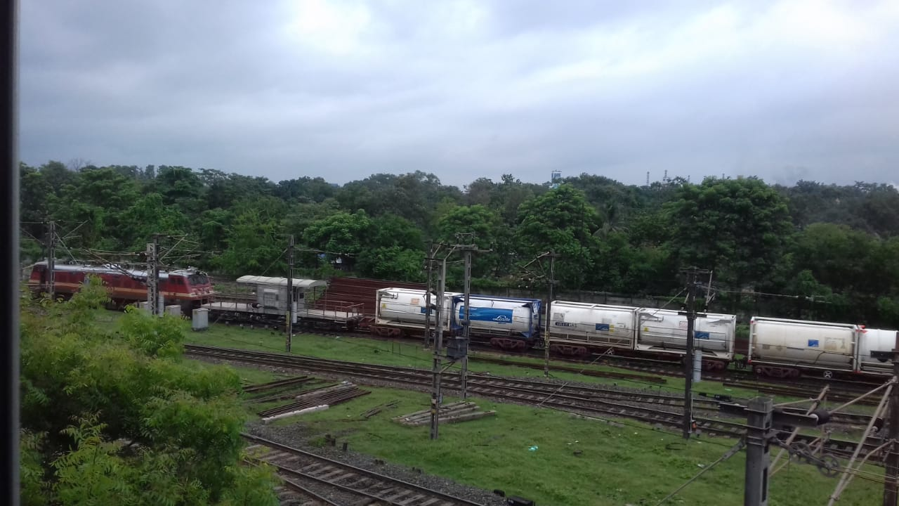 fourth-o2-express-carrying-200-tonnes-of-liquid-oxygen-despatched-to-bangladesh-from-tatanagar