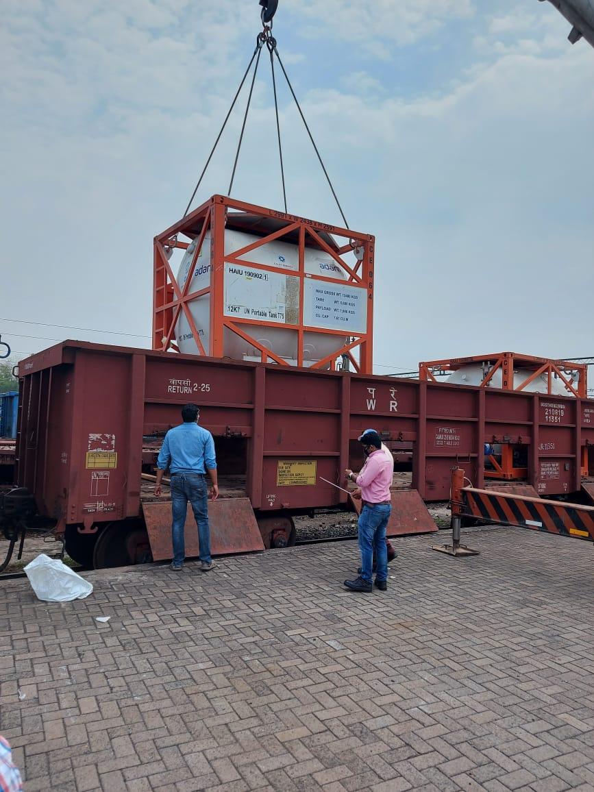 railways-sent-liquid-medical-oxygen-from-tatanagar-to-lucknow