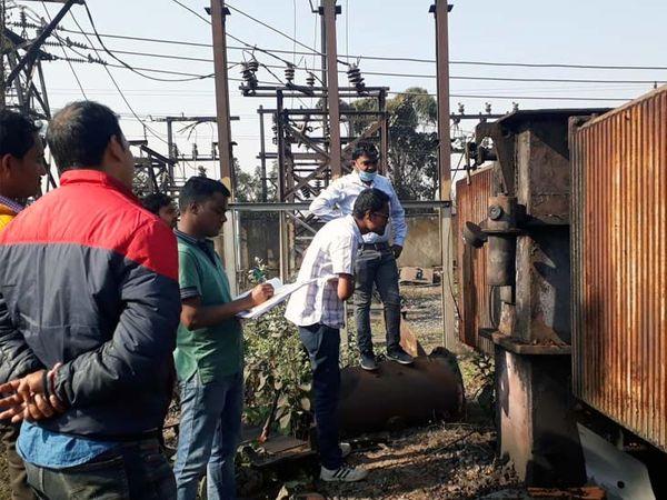 criminals-break-electric-transformer-loot-copper-cables-in-dhanbad