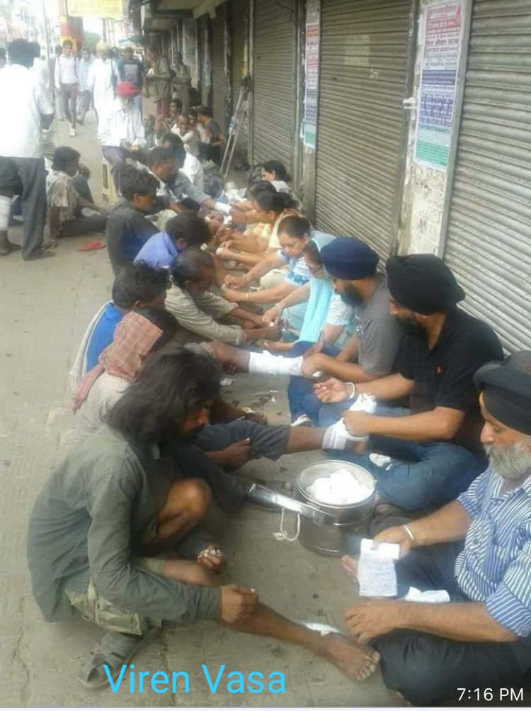 Sikhs wash legs, provide medicines to migrant workers