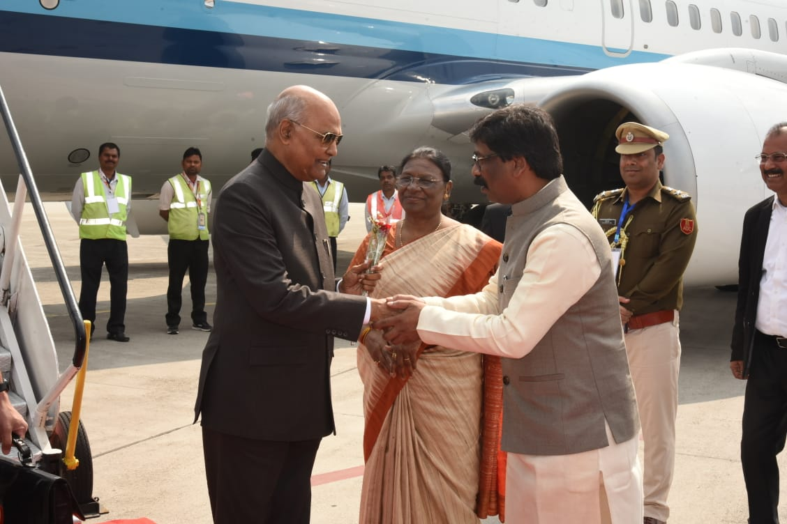 governor-cm-greet-president-ram-nath-kovind-at-birsa-munda-airport