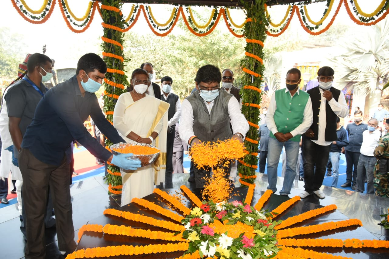 On Foundation Day 2020 of Jharkhand, Governor, CM offer floral tribute to Birsa Munda