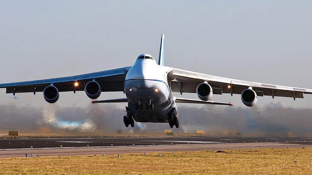 Carrying 59,000 Kg payload, ANTONOV( ANI 124) land at Kolkata