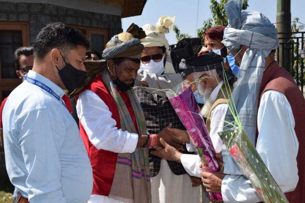 arjun-munda-inaugurates-a-bridge-connecting-arin-block-with-tribal-areas-in-kashmir-valley
