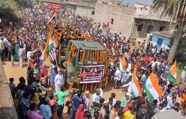 huge-crowd-gathers-as-ladakh-martyr-jawan-s-last-rites-performed-at-chanho