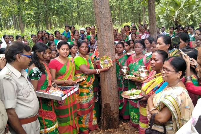 jamuna-tudu-uses-mobile-phones-to-protect-forest-in-jharkhand